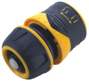 Соединитель для шлангов FIT, цвет: черный, оранжевый. 7743077430Пластиковый соединитель FIT применяется для быстрого и надежного соединения шланга 1/2. С любой насадкой поливочной системы. Совместим со всеми элементами аналогичной поливочной системы. Характеристики: Материал: ABS пластик, резина. Размер соединителя: 4 см х 6 см х 4 см. Размер упаковки: 12 см x 9 см x 4,5 см.