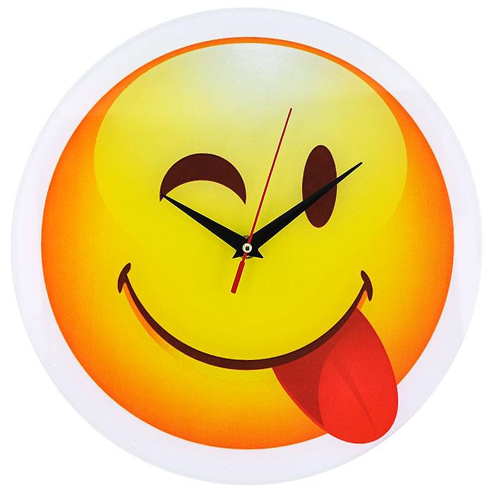 Часы настенные Смайл, кварцевые. 9440194401Настенные кварцевые часы Смайл своим необычным дизайном подчеркнут стильность и оригинальность интерьера вашего дома. Циферблат часов круглой формы выполнен из стекла и оформлен изображением подмигивающего смайлика. Часы имеют три стрелки - часовую, минутную и секундную. На задней стенке часов расположена металлическая петелька для подвешивания. Такие часы послужат отличным подарком для ценителя ярких и необычных вещей. Характеристики:Материал: стекло, металл. Диаметр корпуса часов:28 см. Размер упаковки:29,5 см х 29 см х 4,5 см. Артикул:94401. Рекомендуется докупить батарейку типа АА (не входит в комплект).