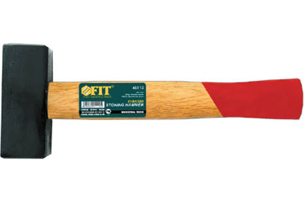 Кувалда FIT, 1,5 кг45115Кувалда FIT предназначена для нанесения очень сильных ударов по металлу или по другому материалу во время демонтажа конструкций. Эргономичная рукоятка инструмента выполнена из дерева. Характеристики: Материал: сталь, дерево. Длина: 28 см. Вес: 1,5 кг. Размер упаковки: 28 см х 11 см х 4 см.