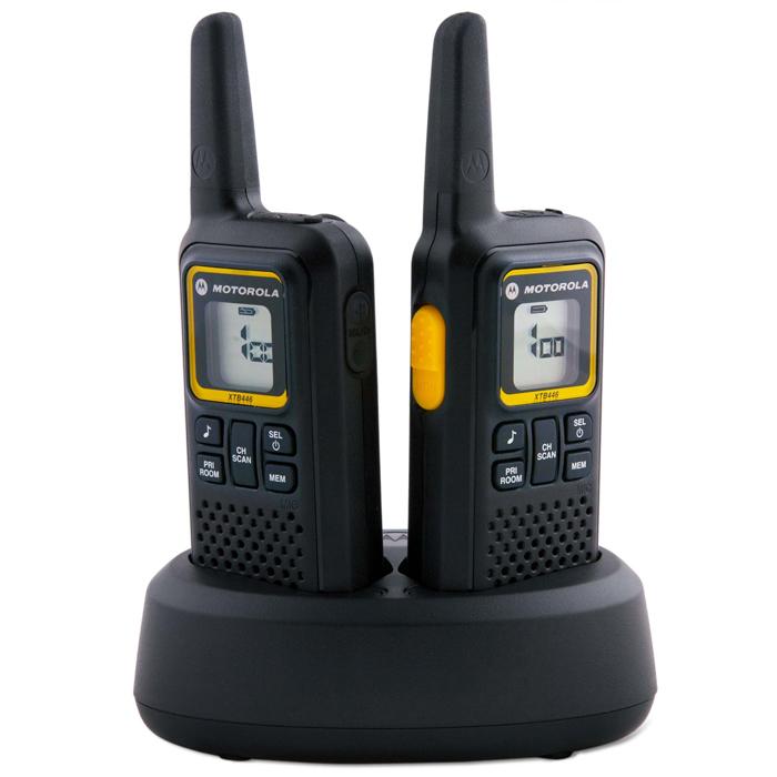 Motorola XTB446 радиостанцияXTB446Удобная, универсальная и расширяемая радиостанция XTB446 обеспечит Вам доступ ко всем преимуществам надежной связи без затрат или трудностей, связанных с приобретением лицензии. Вы можете в любой момент расширить число используемых радиостанций, а кроме того, модель XTB446 может использоваться совместно с радиостанциями Motorola PMR446. Радиостанция XTB446 характеризуется легкостью, удобством и простотой в использовании. Она обеспечивает превосходную слышимость и четкую связь в различных условиях.