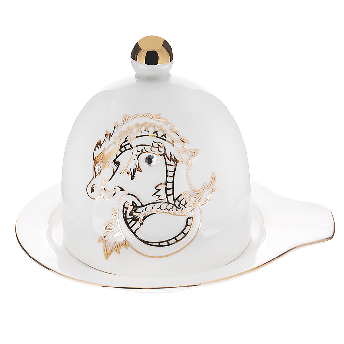 Лимонница Золотой дракон, цвет: белый595-084Лимонница, выполненная из высококачественного фарфора, прекрасно подойдет для вашей кухни. Лимонница состоит из блюдца и крышки с ручкой. Крышка декорирована рельефным изображением дракона с покрытием из золотистой эмали. Красочность оформления придется по вкусу и ценителям классики, и тем, кто предпочитает утонченность и изящность. Лимонница Золотой дракон будет отличным подарком для ваших друзей и близких. Лимонница упакована в подарочную картонную коробку. Внутренняя часть задрапирована атласной тканью коричневого цвета. Характеристики:Материал:фарфор. Цвет:белый. Диаметр блюдца:12 см. Высота крышки:8 см. Размер упаковки:15 см х 12,5 см х 13 см. Артикул: 595-084.