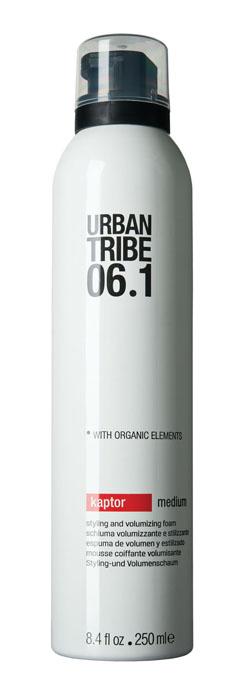 Urban Tribe Пена Kaptor для укладки волос и создания объема, средняя фиксация, 250 мл52142Пена Urban Tribe Kaptor для укладки волос и создания объема средней фиксации придает волосам густоту и естественно фиксирует прическу, подходит для укладки феном или непосредственно руками. Обеспечивает подвижную фиксацию и влагостойкость. Специальные термозащитные и солнцезащитные компоненты предохраняют волосы. Ухаживающие катионные ингредиенты облегчают расчесывание, не утяжеляя и не накапливаясь на волосах. Фиксирующий полимер создает эффект покрытия волос для более длительного сохранения укладки. Протеин овса укрепляет корковый слой волоса.Пантенол и алоэ вера обладают увлажняющим и успокаивающим действием. Органические, эко-сертифицированные элементы оказывают увлажняющее, ухаживающее и антиоксидантное действие.Характеристики:Объем: 250 мл. Производитель: Италия. Товар сертифицирован.