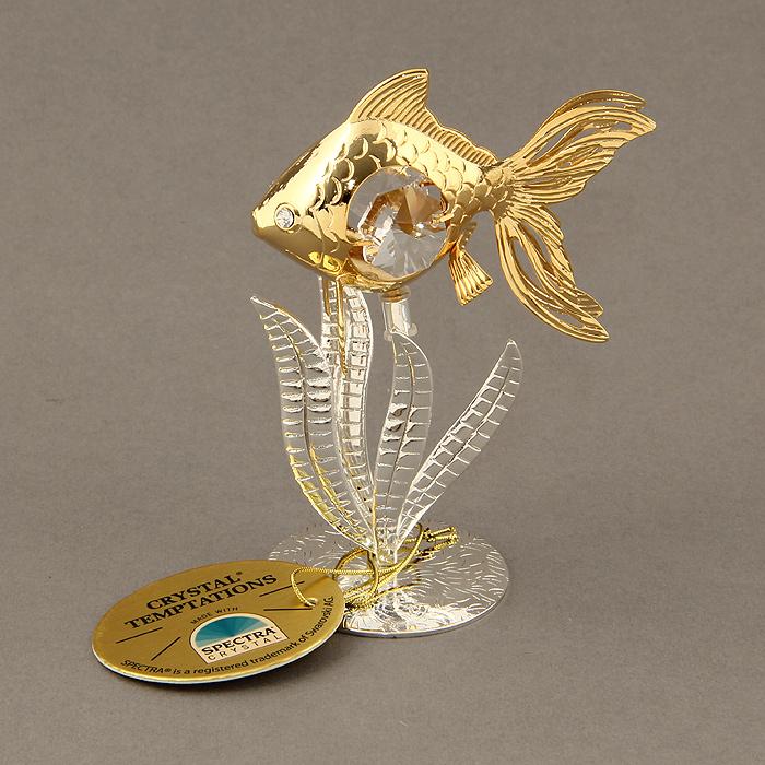 Оригинальный сувенир выполнен из металла в виде рыбки в водорослях и украшен белыми кристаллами Swarovski. Поставьте фигурку на стол в офисе или дома и наслаждайтесь изящными формами и блеском кристаллов. Изысканный и эффектный, этот сувенир покорит своей красотой и изумительным качеством исполнения, а также станет замечательным и оригинальным подарком.   Характеристики:  Материал: металл, кристаллы Swarovski. Размер сувенира: 3,5 см х 6 см х 9,5 см. Диаметр основания: 4 см. Цвет: золотистый, серебристый. Размер упаковки: 6,5 см х 5 см х 9 см. Артикул: 692740.