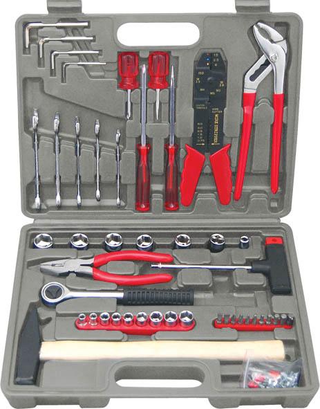 Набор инструмента FIT, 1/4 и 3/8, 100 предметов65090Набор слесарно-монтажных инструментов FIT - это необходимый предмет в каждом доме. Он включает в себя 100 предметов, которые умещаются в небольшом кейсе. Инструменты, входящие в набор гарантируют надежность и длительный срок службы.Такой набор будет идеальным подарком мужчине.В наборе:Головки 1/4: 5 мм, 6 мм, 7 мм, 8 мм, 9 мм, 10 мм, 11 мм, 12 мм, 13 ммГоловки 3/8: 14 мм, 15 мм, 16 мм, 17 мм, 18 мм, 19 ммВороток 3/8 (19 см)Переходник с воротка 1/4 на битуТ-образная отвертка - вороток 1/4Отвертки шлицевые: SL6 х 100 мм, SL6 38 мм,Отвертки крестовые: PH2 х 100 мм, PH2 х 38 ммКлючи комбинированные: 8 мм, 10 мм, 12 мм, 13 мм, 14 ммПассатижи (15 см)Клещи переставные (22 см)Электропассатижи (20 см)Биты шлицевые: SL4, SL5Биты крестовые: PH1, PH2, PH3Биты шестигранные: HEX3, HEX4, HEX5, HEX6Ключи шестигранные HEX: 3 мм, 4 мм, 5 мм, 6 ммМолоток (0,3 кг)Клеммы (54 шт.)Пластиковый чемодан Характеристики: Материал: пластик, металл. Размеры упаковки: 35 см х 6 см х 25 см.