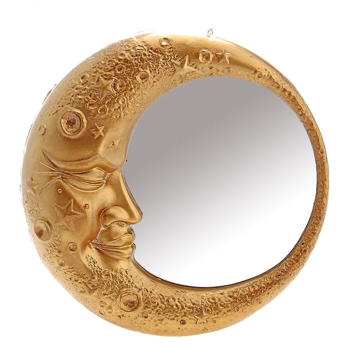 Декоративное зеркало в золотистой раме, выполненной в виде полумесяца, добавит интерьеру яркости и необычности. А преподнеся такое зеркало в качестве презента, вы сможете удивить получателя своей фантазией и неординарностью подхода к выбору подарка! Характеристики:  Материал: пластик, стекло.  Размер зеркала (в раме): 6 см x 32 см x 32 см.  Артикул: 654416.