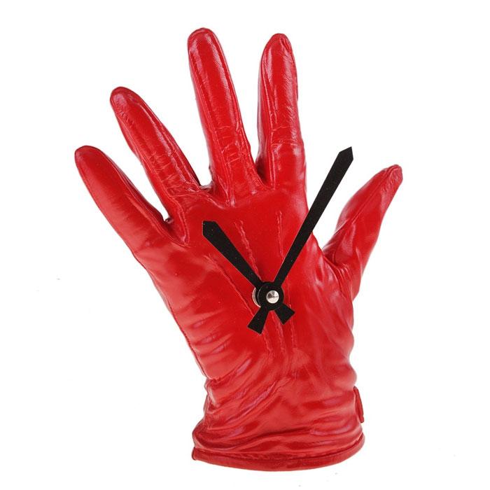 Часы настольные Красная перчатка. 652508652508Оригинальные настольные часы Красная перчатка - интерьерный арт-объект, выполненный вручную итальянскими мастерами из экологически чистого материала - мраморной крошки. Карсная кожана перчатка на вашем столе - необычное дизайнерское решение и стильное украшение интерьера. Этот аксессуар не только оформит интерьер, но и послужит функционально.Оформите совой дом таким интерьерным шедевром или преподнесите его в качестве презента друзьям, и они оценят ваш оригинальный вкус и неординарность подарка. Характеристики:Материал: мраморная крошка.Размер: 4,5 см x 16 см x 22 см.Артикул: 652508.