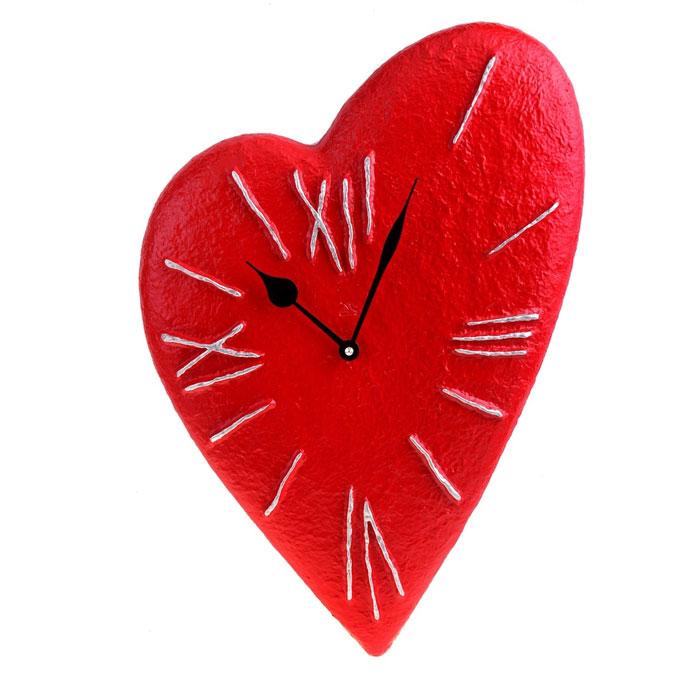 Часы настенные Красное сердце. 652534652534Оригинальные настенные часы Красное сердце - интерьерный арт-объект, выполненный вручную итальянскими мастерами из полистоуна.Часы оснащены немецким кварцевым механизмом. Красное сердце, висящее на стене, - необычное дизайнерское решение и стильное украшение интерьера. Этот аксессуар не только оформит интерьер, но и послужит функционально.Оформите совой дом таким интерьерным шедевром или преподнесите его в качестве презента друзьям, и они оценят ваш оригинальный вкус и неординарность подарка. Характеристики:Материал: полистоун. Размер: 3 см x 33 см x 48 см. Артикул: 652534.