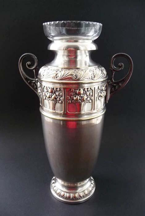 Ваза LENK AUSTRIA. Металл, серебрение, чеканка, стекло. Австрия, 1930-е - начало 1940-х гг. ваза mughal l 20 х 20 х 30 см