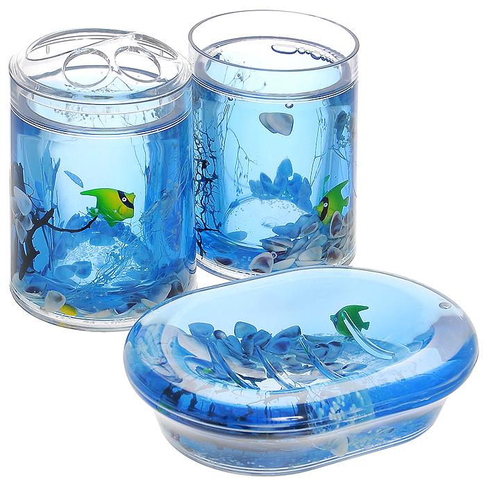 Набор гелевых аксессуаров для ванной комнаты Морские рыбки, 3 предмета334-00Набор аксессуаров для ванной комнаты Морские рыбки состоит из стакана, мыльницы и стакана для зубных щеток. Предметы набора выполнены из прозрачного пластика. Внутри - гелевый наполнитель синего цвета с ракушками и разноцветными рыбками. Набор Морские рыбки создаст особую атмосферу уюта и максимального комфорта в ванной. Характеристики:Материал: пластик, акрил, гелевый наполнитель. Размер мыльницы: 13,5 см х 10 см х 3 см. Диаметр стакана для зубных щеток (по верхнему краю): 7 см. Высота стакана для зубных щеток: 12,5 см. Диаметр стакана по верхнему краю: 7 см. Высота стакана: 10,5 см. Производитель: Швеция. Размер упаковки: 23 см х 8 см х 14 см. Артикул: 334-00.