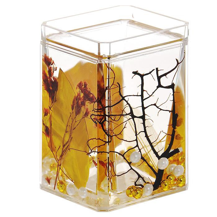 Стаканчик Gold Leaf857-88Стаканчик Gold Leaf, изготовленный из прозрачного пластика, отлично подойдет для вашей ванной комнаты. Стаканчик имеет двойные стенки, между которыми находится прозрачный гелевый наполнитель с золотистыми листьями, веточками и бусинами белого и золотистого цвета. Стаканчик Gold Leaf создаст особую атмосферу уюта и максимального комфорта в ванной. Характеристики: Материал: пластик, акрил, гелевый наполнитель. Цвет: золотистый, черный, белый. Размер стаканчика: 7 см х 7 см х 10,5 см. Производитель: Швеция. Изготовитель: Китай. Размер упаковки: 7,5 см х 7,5 см х 11,5 см. Артикул: 857-88.