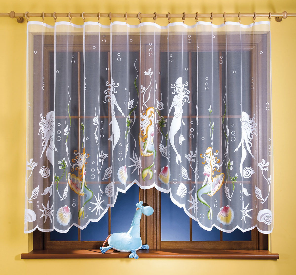 Гардина Syrenka, цвет: белый, высота 150 см662036Гардина Syrenka станет великолепным украшением любого окна. Гардина выполнена из легкого полиэстера белого цвета и оформлена изображением русалок. Тонкое плетение, оригинальный дизайн и нежная цветовая гамма привлекут внимание и украсят интерьер помещения. Гардина крепится к карнизу только с помощью зажимов (в комплект не входят). Характеристики:Материал: 100% полиэстер. Цвет: белый. Размер упаковки:27 см х 35 см х 3 см. Артикул: 662036.В комплект входит: Гардина - 1 шт. Размер (ШхВ): 300 см х 150 см. Фирма Wisan на польском рынке существует уже более пятидесяти лет и является одной из лучших польских фабрик по производству штор и тканей. Ассортимент фирмы представлен готовыми комплектами штор для гостиной, детской, кухни, а также текстилем для кухни (скатерти, салфетки, дорожки, кухонные занавески). Модельный ряд отличает оригинальный дизайн, высокое качество. Ассортимент продукции постоянно пополняется.