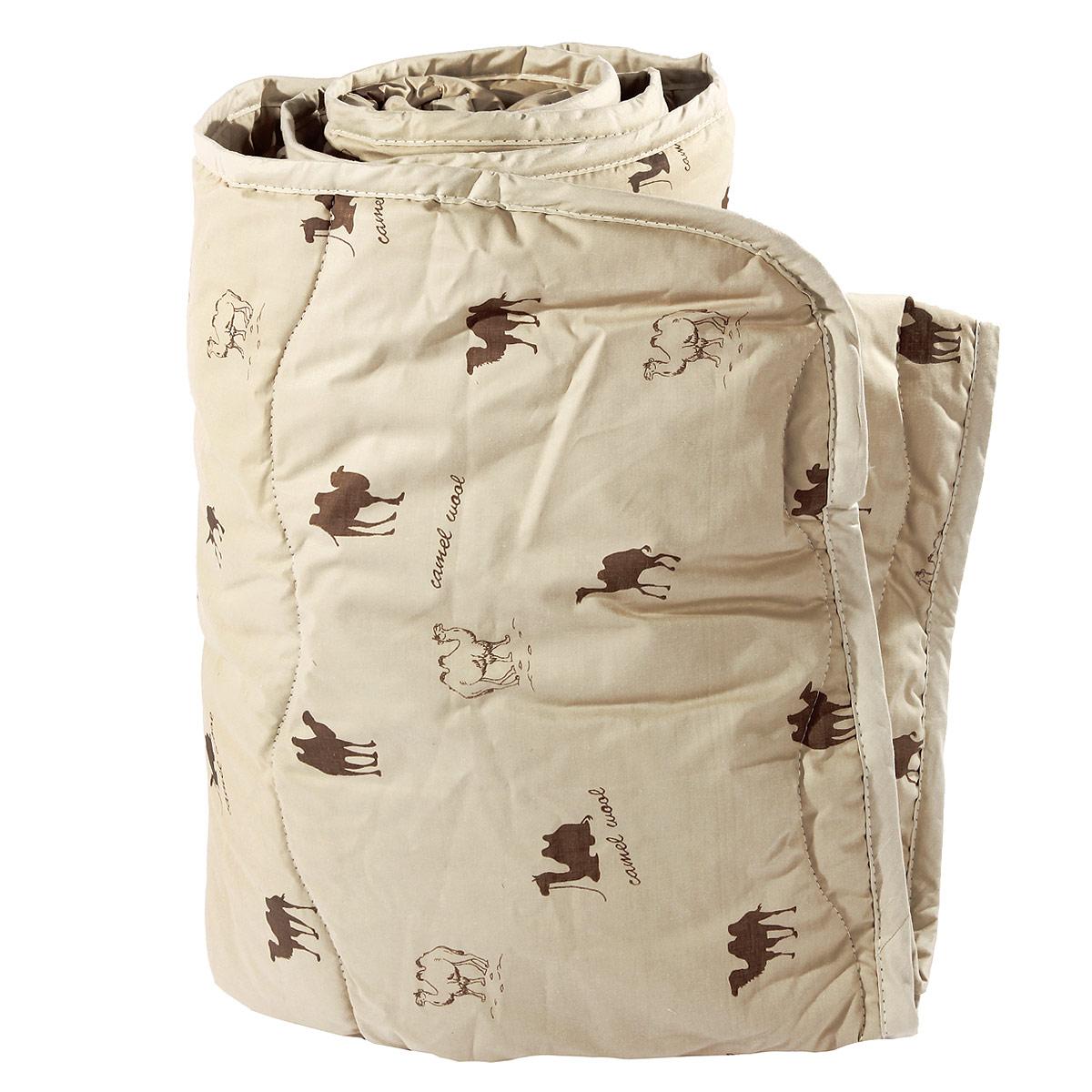"""Одеяло """"Verossa"""" представляет собой стеганый чехол из натурального хлопка с наполнителем из верблюжьей шерсти.  Наполнитель обладает высокой гигроскопичностью, создавая эффект """"сухого тепла"""". Волокна верблюжьей шерсти полые внутри, образуют пласт, содержащий множество воздушных кармашков, которые равномерно сохраняют и распределяют тепло, обеспечивая естественную терморегуляцию в жару и холод.  Верблюжья шерсть обладает рядом уникальных лечебных свойств, благодаря которым расширяются сосуды, усиливается микроциркуляция крови. Шерсть снимает статическое напряжение, благоприятно воздействует на опорно-двигательный аппарат.  Одеяло, выстеганное оригинальным узором """"Барханы"""", украсит ваш дом и подарит наслаждение от отдыха.    Одеяло упаковано в прозрачный пластиковый чехол на змейке с ручкой, что является чрезвычайно удобным при переноске. Характеристики:  Материал чехла: перкаль (100% хлопок). Наполнитель: верблюжья шерсть. Масса наполнителя: 300 г/м2. Размер одеяла: 140 см х 205 см. Размер упаковки:  60 см x 15 см x 45 см. Артикул: 170268."""
