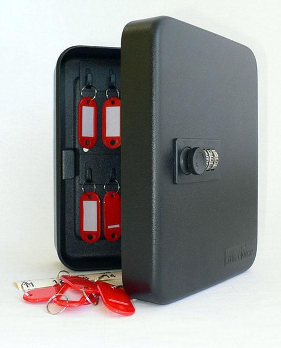 Ящик для 20 ключей Office-Force с кодовым замком, цвет: черный20090Вашему вниманию предлагается специальный ящик для ключей с кодовым замком, который позволяет точно контролировать наличие всех ключей в Вашей компании. Стальной корпус покрашен методом напыления краски в черный цвет. В задней стенке расположены 4 отверстия для крепления бокса к стене. Оснащен прочными металлическими крючками для удобной систематизации ключей.В комплект входят: самоклеящиеся этикетки с номерами, бирки для ключей, крепеж для монтажа бокса на стену. Характеристики:Материал: металл. Размер ящика: 20 см х 16 см х 8 см. Цвет: черный. Размер упаковки: 21 см х 17 см х 9 см. Изготовитель: Китай. Артикул: 20090.