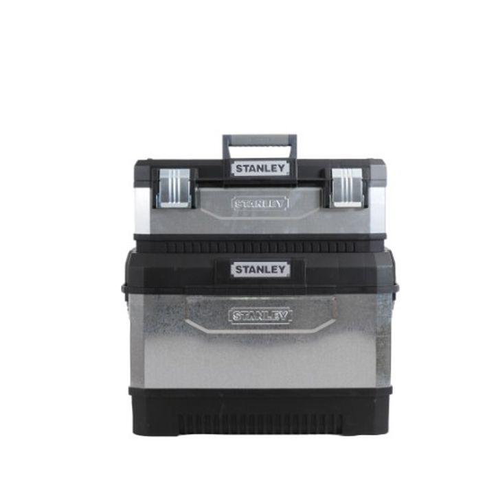 """Ящик для инструментов Stanley, 2-секционный, цвет: серый, 64 х 64 х 38 см1-95-832Вместительный ящик с колесами обеспечивает большой объем для хранения и перемещения инструмента. Телескопическая алюминиевая ручка. Высокопрочные колеса диаметром 7"""". Прочная конструкция для защиты содержимого. Возможность транспортировки большой нагрузки. Сочетает преимущества пластмассы с прочностью металла. Дополнительный отделяемый ящик для инструмента с переносным лотком для мелких деталей и с V-образным пазом в крышке для удобства расположения детали при пилении. Большие металлические с защитой от коррозии замки с возможностью использования навесного замка (в комплект поставки не входит). Характеристики: Материал: пластик, металл. Размеры 1 ящика: 58 см х 28 см х 23 см. Размеры лотка:38 см х 24 см х 3 см. Глубина ящика:16 см. Размеры 2 ящика: 63 см х 38 см х 43 см. Размеры лотка:42 см х 28 см х 3 см. Глубина ящика:35 см. Длина ручки:67 см. Размеры упаковки:64 см х 64 см х 38 см."""
