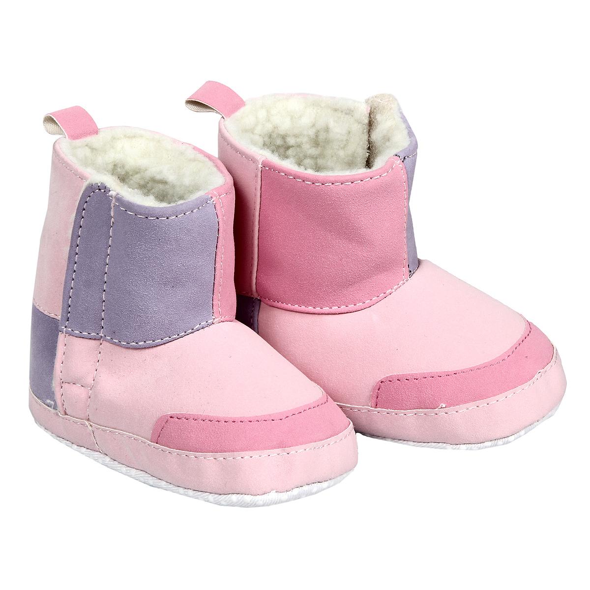 Пинетки для девочки Luvable Friends Угги, цвет: розовый. 11787. Размер 12/18мес11787Пинетки для девочки Luvable Friends, стилизованные под Угги - это легкая, теплая и удобная обувь из искусственной замши с искусственным мехом.Застегиваются они сбоку на липучки. Стопа оформлена прорезиненным рельефным рисунком, благодаря которому ребенок не будет скользить. Лоскутный дизайн привлекает внимание и делает угги особенно уютными.Такие пинетки - отличное решение для каждодневного использования дома в прохладную погоду!