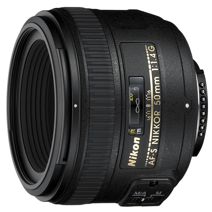 Nikon AF-S Nikkor 50mm f/1.4GJAA014DAСтандартный объектив Nikon AF-S Nikkor 50mm f/1.4G с фокусным расстоянием 50 мм, широкой диафрагмой и высококачественной оптикой, оснащенный разработанным компанией Nikon бесшумным волновым приводом (SWM), обеспечивающим тихую работу. Объектив имеет максимально большую диафрагму f/1,4, которая обеспечивает наличие яркого изображения в видоискателе и идеально подходит для съемки в условиях недостаточного освещения или при необходимости получения небольшой глубины резко изображаемого пространства.