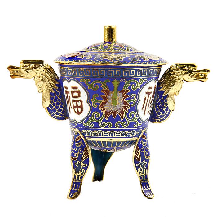 Табакерка тибетская традиционная. Металл, эмаль, клуазоне. Китай, 1980-е гг.U0037-001-CVLТабакерка тибетская традиционная. Металл, эмаль, клуазоне. Китай, 1980-е гг. Сохранность хорошая. Размеры 14 x 8 x 11 см. Табакерка украшена множеством декоративных узоров и орнаментов эмалью по всей поверхности изделия. Табакерка очень удобна в использовании и является необычным элементом декора.