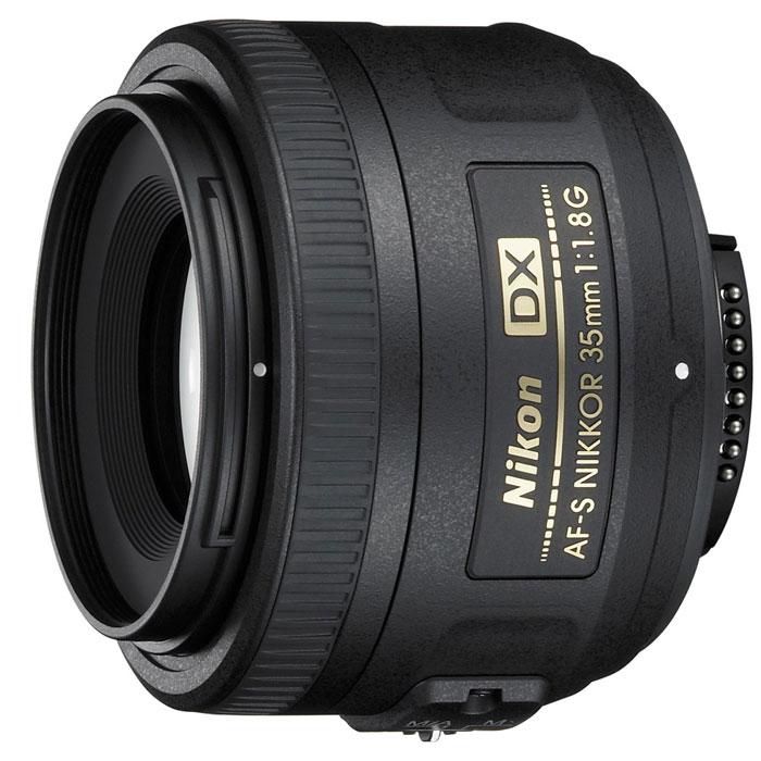 Nikon AF-S Nikkor DX 35mm f/1.8G объективJAA132DAОбъектив Nikon AF-S Nikkor DX 35mm f/1.8G компактных размеров с широкой диафрагмой и высококачественной оптикой, разработанный фотокамер Nikon с матрицей формата DX. Объектив имеет максимально большую диафрагму f/1,8, которая обеспечивает наличие яркого изображения в видоискателе и идеально подходит для съемки в условиях недостаточного освещения. Обеспечивает высокое разрешение и контраст с тихой автофокусировкой.