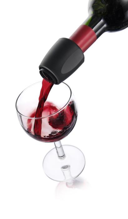 Каплеуловитель VacuVin Server Black, цвет: черный18544606Элегантный каплеуловитель VacuVin Server Black, изготовленный из пластика черного цвета, гарантирует вам идеальное разливание вина без стекающих капель. Он предотвращает проливание и возвращает излишек вина обратно в бутылку. Каплеуловитель подходит для большинства винных бутылок. Такое устройство просто необходимо для любого торжества. Характеристики:Материал: пластик. Цвет: черный. Размер каплеуловителя: 4,5 см х 4,5 см х 5,5 см. Размер упаковки: 16 см х 10,5 см х 5 см. Артикул: 1854460.
