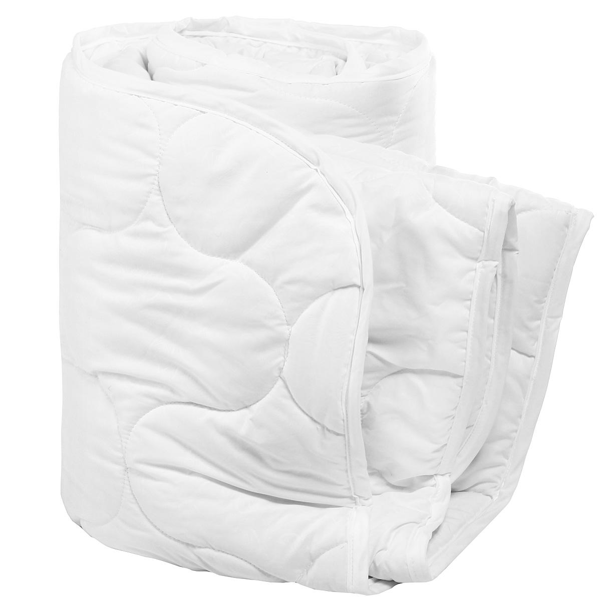 """При изготовлении одеяла Verossa """"Green Line"""" применяется ткань нового поколения из микрофиламентных нитей Ultratex. Одеяло не требует специального ухода, быстро сохнет после стирки и практически не мнется.  Наполнитель из натуральных бамбуковых волокон. Пористая структура бамбукового волокна обеспечивает отличные условия для циркуляции воздуха и впитывания влаги.    Преимущества одеяла Verossa """"Green Line"""":   идеальный комфортный сон;   антибактериальная защита;   оптимальная терморегуляция. Характеристики:  Материал чехла: 100% полиэстер (Ultratex). Наполнитель: 50 % бамбуковое волокно, 50% полиэстер. Цвет: белый. Масса наполнителя: 300 г/м2. Размер одеяла: 200 см х 220 см. Размер упаковки:  58 см х 25 см х 43 см. Артикул: 165991."""