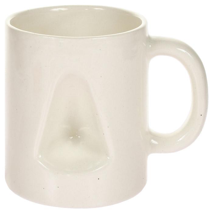 """Оригинальная керамическая кружка """"Для носа"""" вызовет у вас массу положительных эмоций! Забавный дизайн этой кружки, со специальным углублением, позволит вам не только насладиться горячим чаем или кофе, но и согреться замерзшему носу! А преподнеся такой сувенир в качестве подарка, удивление и восторг получателя будут гарантированы! Характеристики:  Материал: керамика.  Высота кружки: 8,5 см.  Диаметр по верхнему краю: 7,5 см. Размер упаковки: 8,5 см х 9,5 см х 8,5 см."""