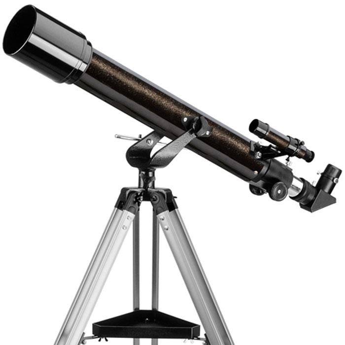 """Levenhuk Skyline 70х700 AZ телескоп24295Levenhuk Skyline 70х700 AZ – линзовый телескоп (рефрактор), дающий контрастное и четкое изображение с минимальным уровнем хроматической аберрации. Объектив телескопа отрегулирован производителем и не требует регулировки перед наблюдениями или специального обслуживания. Такой телескоп будет хорошим подарком для всех, кто хочет развить интерес к астрономии, перейдя к самостоятельным наблюдениям – его размеры и вес достаточно невелики, чтобы расположить его в любом удобном для наблюдений месте. Телескоп покажет горы и кратеры на Луне, фазы Венеры, диск Юпитера с облачными полосами и его 4 спутника, кольца Сатурна и Титан, множество двойных звезд и звездных скоплений, а также яркие туманности и галактики. Кроме этого, телескоп можно использовать для наблюдений наземных объектов или живой природы, там, где не имеет значения «зеркальность» изображения.Ахроматический объектив телескопа имеет просветляющее покрытие, которое обеспечивает максимальное светопропускание. Прочная и легкая алюминиевая труба установлена на альт-азимутальную монтировку с интуитивно понятным ручным управлением. Тренога регулируется по высоте и имеет удобную полочку для принадлежностей, а оптический искатель с 6-кратным увеличением позволит быстро навести телескоп на нужный участок неба. С телескопом поставляются 2 окуляра, имеющие поле зрения 52 градуса и фокусные расстояния 10 мм и 25 мм, и дающие с телескопом увеличение 70 и 28 крат. Линзы окуляров изготовлены из стекла и имеют многослойное просветление.Реечное фокусировочное устройство имеет посадочный диаметр под окуляры стандарта 1,25"""" (31,75 мм), и позволяет использовать с телескопом множество других, имеющихся на рынке, окуляров, помимо входящих в комплект. С помощью прилагаемой линзы Барлоу, увеличение телескопа может быть выведено на предельное полезное увеличение 140 крат. Фокусировочное устройство имеет стандартную Т-резьбу, которая, через дополнительное переходное кольцо, позволяет присоединять к т"""