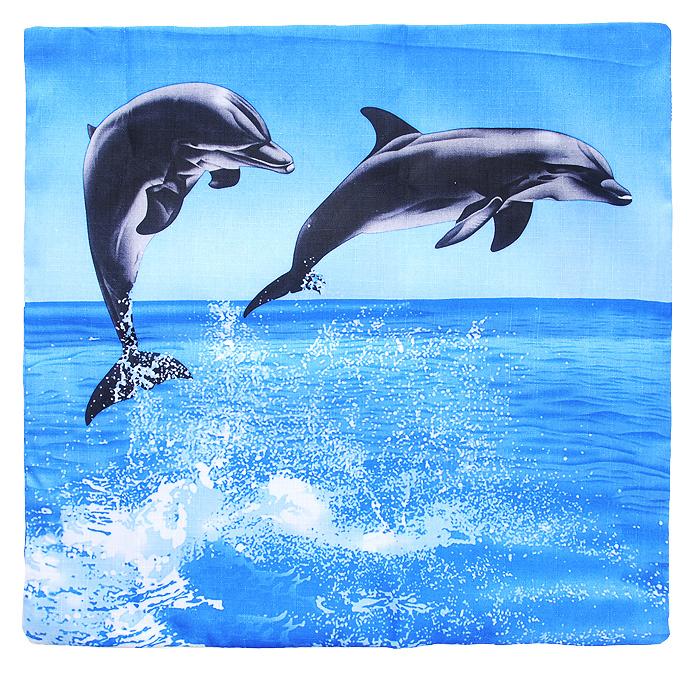 """Декоративная наволочка """"Дельфины"""", выполненная из полиэстера, гармонично впишется в интерьер вашего дома и создаст атмосферу уюта и комфорта. Наволочка оформлена изображением дельфинов. Наволочка застегивается на застежку-молнию. Характеристики:Материал: 100% полиэстер. Размер:  40 см х 40 см. Артикул:  НДД."""