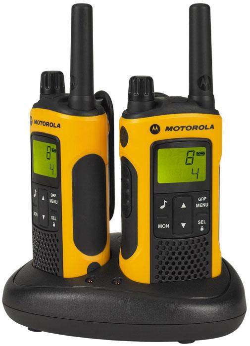 Motorola TLKR-T80EXT радиостанция, 2 штTLKR-T80EXTРация TLKR T80 Extremeс характеризуется великолепным качеством, надежностью и защитой от любых погодных условий.Благодаря радиусу связи до 10 км, водонепроницаемому корпусу и набору необходимых аксессуаров рация TLKR T80 Extreme позволяет оставаться на связи в самых безумных походах и на высочайших вершинах. Для использования рации T80 extreme не требуется лицензия. Модель снабжена ЖК-дисплеем, поддерживает 8 каналов связи и имеет радиус действия до 10* км. Плата за разговоры не взимается.