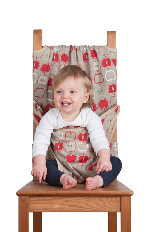 Дорожный детский стульчик Totseat, цвет: серый с яблочками1000100151Дорожный детский стульчик Totseat - незаменимая вещь в дороге или в гостях, если вы решили покормить малыша, а под рукой нет детского стульчика. Удобный, легкий и компактный - он весит всего 360 г, легко стирается, подходит для любого обычного стула со спинкой и легко поместиться в женскую сумку.Его очень легко использовать - накиньте на стул, отрегулируйте длину и защелкните. Это компактный стульчик для кормления, предназначенный для детей от 6 до 30 месяцев, подходит для любого обычного стула со спинкой и легко поместиться в женскую сумочку. Totseat - это отличный подарок и полезный аксессуар в поездке. Вы можете взять его на пикник и посадить кроху отдыхать в шезлонге. А дополнительная упаковочная сумочка на молнии отлично подойдет для мокрого слюнявчика!В комплект входит мешочек для хранения.Больше информации Вы найдете на сайте http://totseat.ru/Инструкция по использованию:http://www.youtube.com/watch?v=KzBqR6yM8Uw&hd=1или http://totseat.ru/index.php?route=information/information&information_id=3 Видео демонстрация:http://www.youtube.com/watch?v=ERr-0IlZe9sили http://totseat.ru/index.php?route=information/information&information_id=4 Характеристики:Материал:50% хлопок, 50% полиэстер. Рекомендуемый возраст:от 6 до 30 месяцев. Размер упаковки:14 см х 17 см x 6 см. Изготовитель: Китай.
