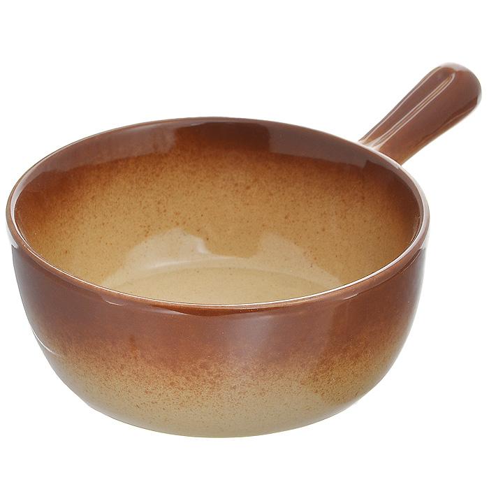 Жаровня Pekorino, цвет: светло-коричневый. Диаметр 17 см588-043Жаровня Pekorino выполнена из керамики с эмалированным глянцевым покрытием. Керамика обеспечивает оптимальное распределение тепла и пригодна для использования в микроволновых печах, морозильных камерах, духовках и для мытья в посудомоечной машине. Блюда, приготовленные в керамической жаровне, получаются нежными и сочными. Вы сможете приготовить мясо, сделать томленые овощи и все это без капли масла. Это один из самых здоровых способов готовки. Характеристики:Материал: керамика, эмаль. Цвет: светло-коричневый. Диаметр жаровни по верхнему краю: 17 см. Высота стенки жаровни: 6,5 см. Длина ручки: 8,5 см. Размер упаковки: 26 см х 17,5 см х 7,5 см. Артикул: 588-043.