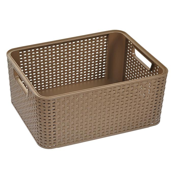 """Прямоугольная корзинка """"Natural Style"""", изготовленная из пластика коричневого цвета, предназначена для хранения мелочей в ванной, на кухне, на даче или в гараже. Позволяет хранить мелкие вещи, исключая возможность их потери. Легкая корзина со сплошным дном и жесткой кромкой.  Корзинка оснащена удобными ручками и специальными выемками внизу и вверху, позволяющие устанавливать корзины друг на друга. Характеристики: Материал: пластик. Цвет: коричневый. Объем корзины: 18 л. Размер корзины (Д х Ш х В): 28,5 см х 38,5 см х 17 см. Артикул: 03615-213."""