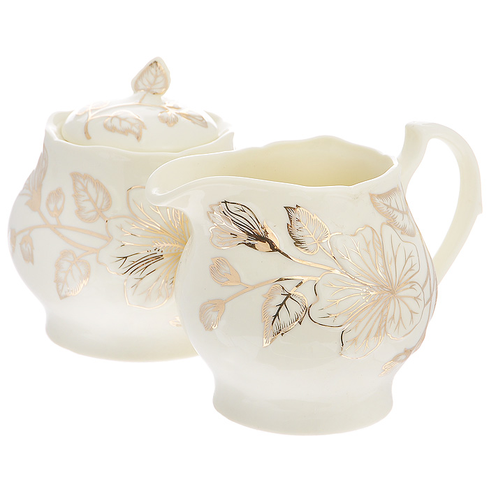 Набор Желтый цветок, 2 предмета595-106Набор Желтый цветок состоит из сахарницы и молочника, выполненных из высококачественного фарфора молочного цвета. Изделия декорированы золотистым цветочным рисунком. Такой набор прекрасно подойдет для сервировки стола и станет незаменимым атрибутом чаепития. Набор упакован в подарочную коробку из плотного золотистого картона. Внутренняя часть коробки задрапирована белой атласной тканью, и каждый предмет надежно крепится в определенном положении благодаря особым выемкам в коробке. Характеристики:Материал: фарфор. Объем молочника: 380 мл. Размер молочника (Д х Ш х В): 13 см х 9,5 см х 9 см. Объем сахарницы: 380 мл. Диаметр сахарницы: 9,5 см. Высота сахарницы (с учетом крышки): 10,5 см. Размер упаковки: 26 см х 13,5 см х 11 см. Артикул: 595-106.