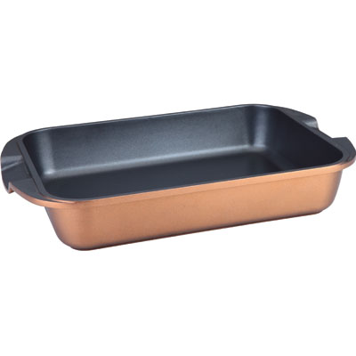 Противень Winner, 35 см х 26 смWR-6801Противень Winner изготовлен из литого алюминия с антипригарным нанопокрытием Teflon.Посуда с нанопокрытием обладает высокой прочностью, жаро-, износо-, коррозийной стойкостью, химической инертностью. При нагревании до высоких температур не выделяет и не впитывает в себя вредных для человека химических соединений. Нанопокрытие гарантирует быстрый и равномерный нагрев посуды и существенную экономию электроэнергии. Данная технология позволяет исключить деформацию корпуса при частом и длительном использовании посуды. Подходит для использования на индукционной плите и чистки в посудомоечной машине.С таким противнем вы всегда сможете порадовать своих близких оригинальной выпечкой. Характеристики:Материал: алюминий. Объем: 5,4 л. Толщина стенки: 2,5 мм. Внутренний размер противня: 35 см х 26 см. Размер противня (с учетом ручек): 42 см х 27,5 см х 7 см. Размер упаковки: 43 см х 7,5 см х 28,5 см. Производитель: Германия. Изготовитель: Китай. Артикул: WR-6801.