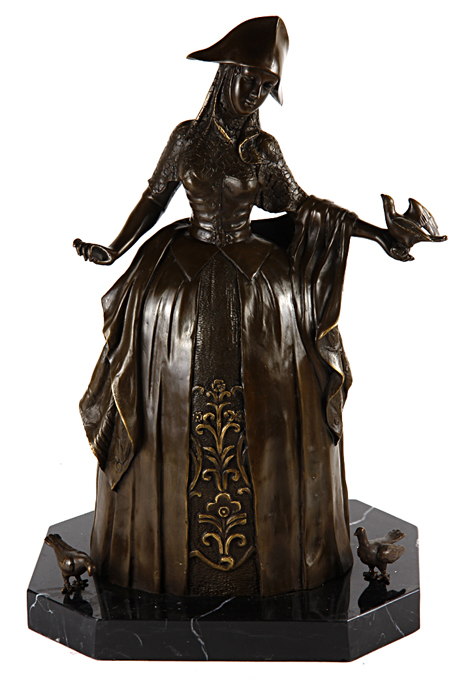 """Статуэтка """"Кормящая птиц"""". Бронза, мрамор. Западная Европа, вторая половина XX века.   Высота 43,5 см, ширина 21 см, длина 29 см.              Сохранность хорошая.                                    Имеется клеймо производителя в виде медальки и подпись мастера """"A Godard"""".  Крупная фигура молодой женщины в длинном богатом платье. Ее лицо умиротворенно. Она кормит птиц.  Статуэтка станет прекрасным украшением любого собрания бронзы и изумительным подарком коллекционеру!"""