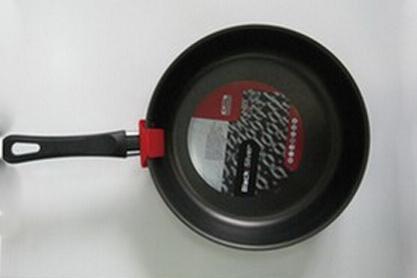Сотейник Flonal Black & Silver, с тефлоновым покрытием. Диаметр 28 см. BS3281BS3281Сотейник тефлоновый Flonal Black & Silver, оснащенный удобной бакелитовой ручкой, изготовлен из пищевого алюминия. Благодаря тефлоновому покрытию, не позволяет пище пригорать. Легко моется. Можно готовить с минимальным количеством жира. Быстрый и равномерный нагрев сохраняет пищевую ценность продукта. Энергия используется рационально. Посуда подходит для использования на газовых, электрических и стеклокерамических плитах; ее можно мыть в посудомоечной машине. Характеристики: Материал: алюминий, тефлоновое покрытие, бакелит. Цвет: черный. Диаметр сотейника: 28 см. Диаметр диска сотейника: 22,5 см. Высота стенок сотейника: 6 см. Толщина стенок сотейника: 0,2 см. Толщина дна сотейника: 0,2 см. Длина ручки сотейника: 18 см. Артикул: BS3281. Серия Black & Silver (черное серебро) - одна из самых успешных линий итальянского завода Flonal. Производство осуществляется методом штамповки, внутреннее – 4-х слойное антипригарное покрытие Teflon Classic (DuPont США), внешнее покрытие – силиконовый лак, устойчивый к воздействию высоких температур, роликовая накатка.