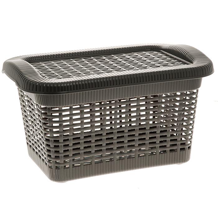 Корзина Rattan с закрепленной крышкой, цвет: темно-коричневый, 20 л2168_ темно-коричневыйПрямоугольная корзина Rattan изготовлена из прочного пластика темно-коричневого цвета. Она предназначена для хранения мелочей в ванной, на кухне, даче или гараже. Позволяет хранить мелкие вещи, исключая возможность их потери. Корзина с отверстиями на стенках и крышке в виде плетения и со сплошным дном. Корзина имеет плотно закрывающуюся закрепленную крышку. Сбоку имеются две ручки для удобной переноски. Характеристики:Материал: пластик. Цвет: темно-коричневый. Объем корзины:20 л. Размер корзины (Ш х Д х В):43 см х 32 см х 25 см. Артикул: 2168.