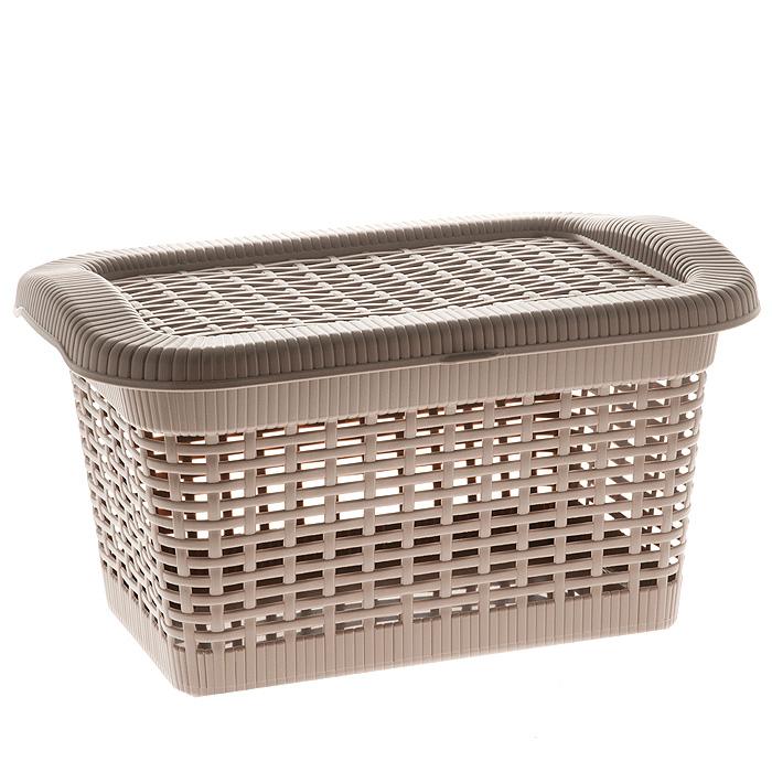 Корзина Rattan с закрепленной крышкой, цвет: темно-бежевый, 20 л2168_ темно-бежевыйПрямоугольная корзина Rattan изготовлена из прочного пластика темно-бежевого цвета. Она предназначена для хранения мелочей в ванной, на кухне, даче или гараже. Позволяет хранить мелкие вещи, исключая возможность их потери. Корзина с отверстиями на стенках и крышке в виде плетения и со сплошным дном. Корзина имеет плотно закрывающуюся закрепленную крышку. Сбоку имеются две ручки для удобной переноски. Характеристики:Материал: пластик. Цвет: темно-бежевый. Объем корзины:20 л. Размер корзины (Ш х Д х В):43 см х 32 см х 25 см. Артикул: 2168.