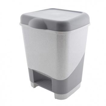 Контейнер педальныйC428Современная кухня требует инновационных решений, об этом знает любая хозяйка. Поэтому даже пластмассовый мусорный контейнер тоже может быть стильным, как и любая другая вещь в современном доме. Среди товаров компании Полимербыт вы не найдете скучных расцветок и вычурных форм, мы производим только лучшие изделия из качественной пластмассы. Забудьте о картонных коробках и старых ведрах для мусора, их давно пора заменить прочными пластиковыми контейнерами.Упакуйте свой мусор в элегантный пластмассовый контейнер и наслаждайтесь уютом в вашем доме! Характеристики:Материал: пластик. Размер бака с учётом крышки: 31 см х 25 см х 41 см. Размер упаковки:31 см х 25 см х 41 см. Объём бака: 20 л. Производитель: Россия. Артикул: C428/428
