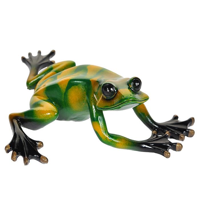 Статуэтка Зеленая лягушка, 14 см512-133Статуэтка Зеленая лягушка выполнена из высококачественного полистоуна. Статуэтка вылеплена вручную, вырезана, расписана, украшена эмалью, покрыта глазурью. Художественный талант и руки мастера гарантируют, что двух похожих друг на друга фигурок нет. Характеристики:Материал: полистоун. Размер статуэтки: 14 см х 12 см х 6,5 см. Размер упаковки: 17,5 см х 5,5 см х 14 см. Артикул:512-133.