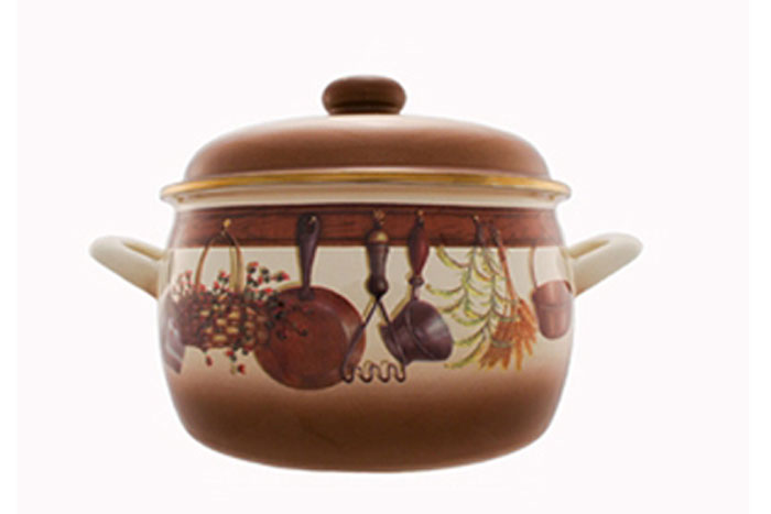 Кастрюля эмалированная Метрот Кухня с крышкой, цвет: коричневый, бежевый, 2,2 л. 115416115416Кастрюля Мetrot Эксклюзив изготовлена на стальной основе со стеклокерамическим покрытием- наиболее безопасный вид посуды. Стеклокерамика инертна и устойчива к пищевым кислотам, невступает во взаимодействие с продуктами и не искажает их вкусовые качества. Прочныйстальной корпус обеспечивает эффективную тепловую обработку пищевых продуктов, недеформируется с процессе эксплуатации. Посуда Meтрот идеально подходит для тепловойобработки и хранения пищевых продуктов, приготовления холодных блюд и сервировки стола. Кастрюля оснащена двумя удобными ручками из нержавеющей стали. Крышка выполненная изметалла. Крышка плотно прилегает к краю кастрюли, предотвращая проливание жидкости исохраняя аромат блюд. Изделие подходит для всех типов плит, кроме индукционные. Можно мыть в посудомоечноймашине.Это идеальный подарок для современных хозяек, которые следят за своим здоровьем издоровьем своей семьи. Эргономичный дизайн и функциональность позволят вам наслаждатьсяпроцессом приготовления любимых, полезных для здоровья блюд.