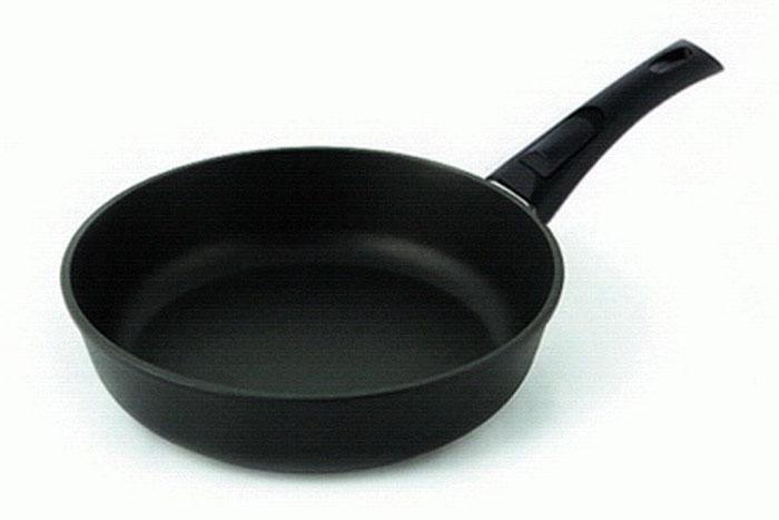 Сковорода литая Нева Металл Посуда Особенная с 4-х слойным антипригарным покрытием, со съемной ручкой. Диаметр 24 см. 90249024Сковорода Особенная из серии литой алюминиевой посуды с полимер-керамическим антипригарным покрытием повышенной износостойкости ТИТАН. Вы можете пользоваться металлическими столовыми приборами, готовя в ней пищу. 4-слойная антипригарнвя полимер-керамическая система ТИТАН ПК обладает повышенной износостойкостью, достигаемой за счет особой структуры и специальной технологии нанесения. Это собственная запатентованная разработка компании, не имеющая аналогов в России. Прототип покрытия применялся при постройке космического корабля Буран и орбитальных спутников. В состав системы ТИТАН ПК входят антипригарные слои на водной основе. Система ТИТАН ПК традиционно производится БЕЗ использования PFOA (перфтороктановой кислоты). Равномерно нагревается за счет особой конструкции корпуса по принципу золотого сечения, толстых стенок (4-4,5 мм) и ещё более толстого дна (6-8 мм). Приготовленная еда получается особенно вкусной благодаря специфическим термоаккумулирующим свойствам литого алюминия. Корпус, отлитый вручную, практически не подвержен деформации даже при сильном нагреве.Подходит для газовых, электрических и стеклокерамических плит. Посуду можно мыть в посудомоечной машине. Не боится царапин!Гарантия 3 года. При соблюдении правил эксплуатации срок службы не ограничен. Характеристики:Материал: алюминий. Диаметр сковороды: 24 см. Высота стенки: 6,2 см. Длина ручки: 19,5 см. Диаметр дна: 18 см. Толщина стенок: 4 мм. Толщина дна: 6 мм. Производитель: Россия. Размер упаковки: 44 см х 25 см х 6,2 см. Артикул: 9024.