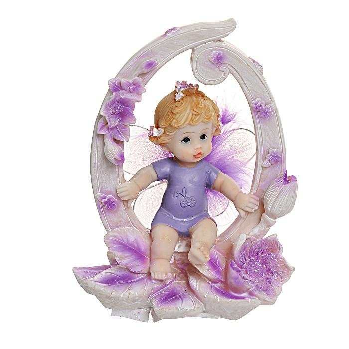 Статуэтка Именинный ангелочек для новорожденных514-1035Статуэтка Именинный ангелочек для новорожденных, выполненная из полистоуна, станет отличным подарком для вашего малыша! Все мы знаем, как порой непросто бывает выбрать подходящий подарок к тому или иному торжеству, а декоративные статуэтки Molento всегда были и останутся оригинальным подарком. Этот вид сувенира нельзя назвать бесполезной вещью. Статуэтка может стать великолепным украшением интерьера. На протяжении долгих лет, дизайнеры используют статуэтки для придания интерьеру особого шарма. Характеристики:Материал: полистоун. Размер статуэтки: 9,5 см х 6 см х 12 см. Размер упаковки: 10 см х 7,5 см х 13 см. Артикул: 514-1035.