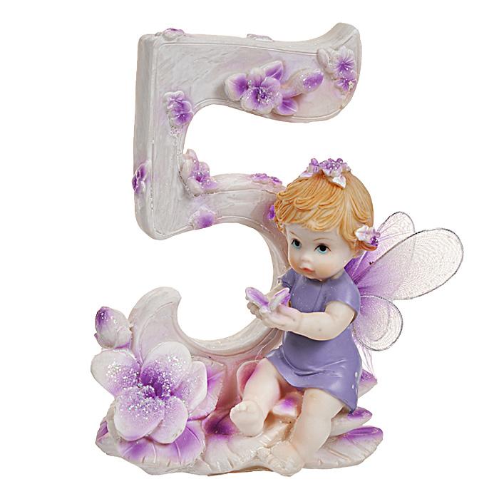 Статуэтка Именинный ангелочек. 5 лет514-1030Статуэтка Именинный ангелочек. 5 лет, выполненная из полистоуна, станет отличным подарком для вашего малыша! Все мы знаем, как порой непросто бывает выбрать подходящий подарок к тому или иному торжеству, а декоративные статуэтки Molento всегда были и останутся оригинальным подарком. Этот вид сувенира нельзя назвать бесполезной вещью. Статуэтка может стать великолепным украшением интерьера. На протяжении долгих лет, дизайнеры используют статуэтки для придания интерьеру особого шарма. Характеристики:Материал: полистоун. Размер статуэтки: 9,5 см х 6 см х 12 см. Размер упаковки: 10 см х 7,5 см х 13 см. Артикул: 514-1030.