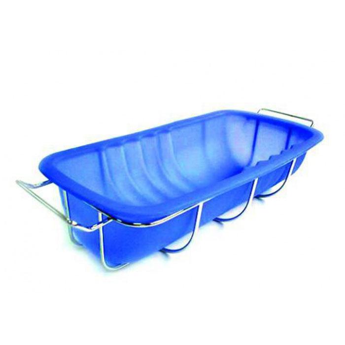 Форма длярулета Regent Inox силиконовая, с подставкой, цвет: синий, 26,5 см х 13,5 см х 6,5 см93-SI-FO-22Прямоугольная форма Regent Inox, выполненная из силикона синего цвета, прекрасно подойдет для приготовления рулета, а так же для пирогов и запеканок.Силиконовые формы для выпечки имеют много преимуществ по сравнению с традиционными металлическими формами и противнями. Они идеально подходят для использования в микроволновых, газовых и электрических печах при температурах до +230°С. В случае заморозки до -40°С.За счет высокой теплопроводности силикона изделия выпекаются заметно быстрее. Благодаря гибкости и антиприлипающим свойствам силикона, готовое изделие легко извлекается из формы. Для этого достаточно отогнуть края и вывернуть форму (выпечке дайте немного остыть, а замороженный продукт лучше вынимать сразу).Силикон абсолютно безвреден для здоровья, не впитывает запахи, не оставляет пятен, легко моется.Форма оснащена металлической подставкой с ручками, что поможет сохранить правильную форму кондитерского изделия. Подставка обеспечит равномерное заполнение формы тестом, без деформаций. Установка и извлечение формы из духового шкафа не доставит хлопот.С такой формой вы всегда сможете порадовать своих близких оригинальной выпечкой. Характеристики:Материал: силикон. Цвет: синий. Размер формы: 26,5 см х 13,5 см х 6,5 см. Размер подставки: 30 см х 12,5 см х 7 см. Размер упаковки: 40 см х 19,5 см х 6 см. Артикул: 93-SI-FO-22.
