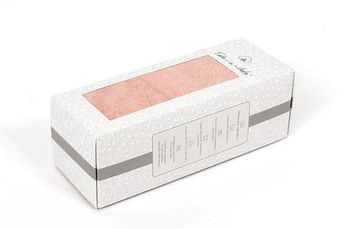 """Махровое полотенце """"Tete-a-Tete"""", изготовленное из натурального хлопка, подарит массу положительных эмоций и приятных ощущений. Полотенце бежевого цвета добавит экзотики и яркости в ваш дом. Полотенце отличается нежностью и мягкостью материала, утонченным дизайном и превосходным качеством. Оно прекрасно впитывает влагу, быстро сохнет и не теряет своих свойств после многократных стирок. Объемная структура и новейшие технологии """"Tete-a-tete"""" обеспечивают необыкновенную нежность при прикосновении к этому роскошному полотенцу.    Махровое полотенце """"Tete-a-Tete"""" станет достойным выбором для вас и приятным подарком для ваших близких.   Полотенце упаковано в стильную и компактную подарочную коробку с прозрачной стенкой.   Характеристики:   Материал: 100% хлопок. Размер полотенца:  50 см х 90 см. Размер упаковки:  9,5 см х 25,5 см х 9 см. Плотность:  480 г/м2. Цвет:  бежевый. Артикул:  Т-МП-7185-01-03."""