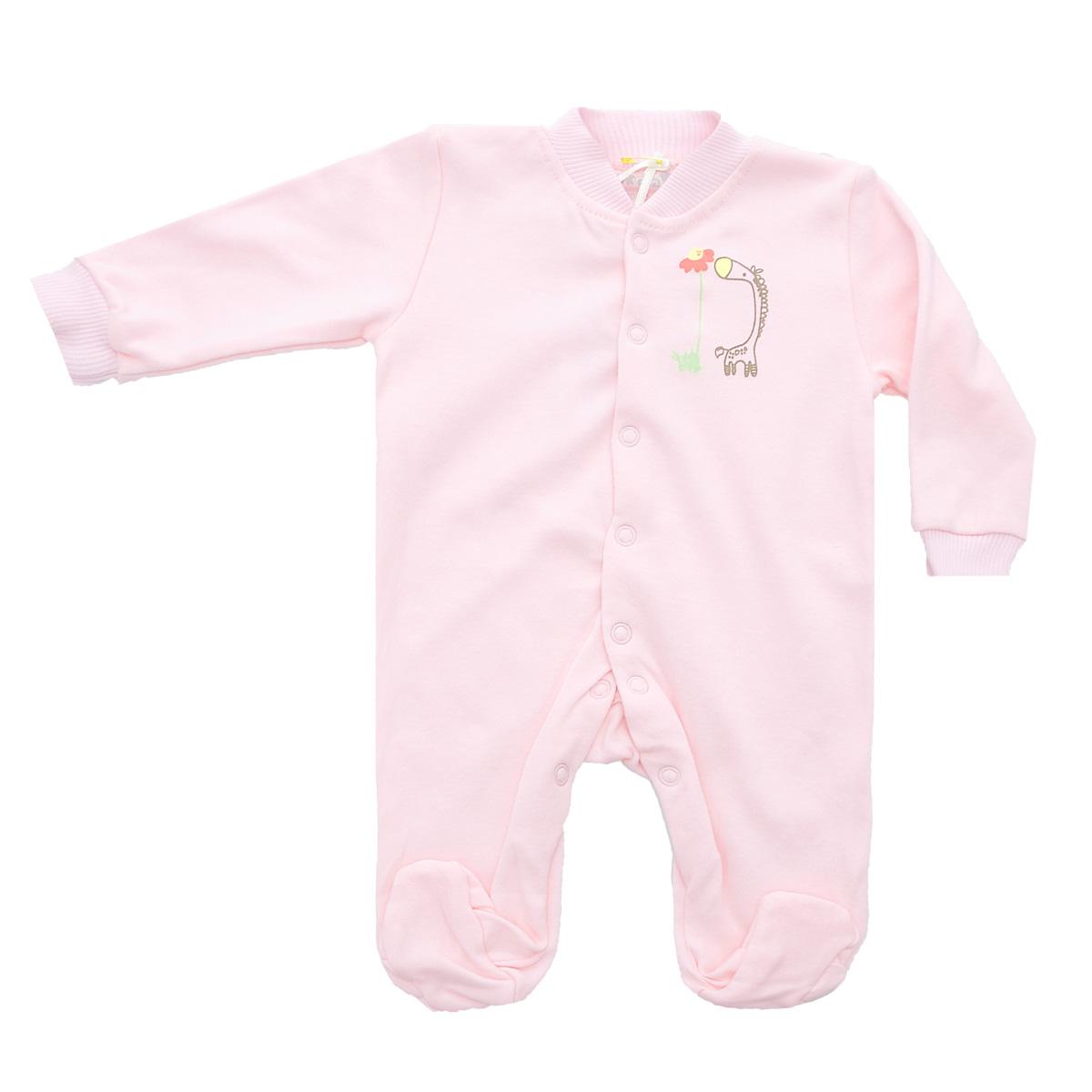Комбинезон детский Клякса, цвет: розовый. 37-550. Размер 68, 6 месяцев37-550Удобный детский комбинезон Клякса послужит идеальным дополнением к гардеробу ребенка. Комбинезон изготовлен из интерлок-пенье - натурального хлопка, благодаря чему он необычайно мягкий и легкий, не раздражает нежную кожу младенца и хорошо вентилируется, а эластичные швы приятны телу малыша и не препятствуют его движениям. Комбинезон с длинными рукавами, небольшим воротничком-стойкой и закрытыми ножками имеет ассиметричные застежки-кнопки от горловины до щиколотки, которые помогают легко переодеть ребенка или сменить подгузник. Низ рукавов дополнен широкими эластичными манжетами, не пережимающими запястья малыша. На груди изделие оформлено оригинальным принтом с изображением забавного животного.Комбинезон полностью соответствует особенностям жизни ребенка в ранний период, не стесняя и не ограничивая его в движениях!