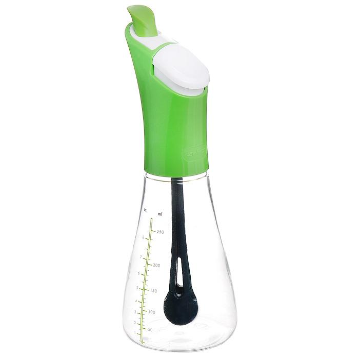 Емкость для масла Zyliss Shaken Pour, 250 млE970001Емкость для масла Zyliss Shaken Pour с мерной шкалой изготовлена из прозрачного пластика. При помощи этой емкости можно отмерять необходимые порции жидких продуктов - масла или уксуса. Можно мыть в посудомоечной машине. Характеристики:Материал: пластик.Цвет: зеленый.Высота емкости: 22 см.Объем емкости: 250 мл.Размер упаковки: 23 см x 10 cм х 10 см.Производитель: Великобритания.Изготовитель: Китай.Артикул: E970001. Торговая марка Zyliss была основана в Швейцарии в 1948 Карлом Зиссетом. Сегодня ассортимент компании насчитывает огромное количество продуманных до мелочей кухонных аксессуаров. Дизайн многих продуктов Zyliss неоднократно удостаивался различных международных премий и наград, включая и самую престижную из них Red Dot Award.