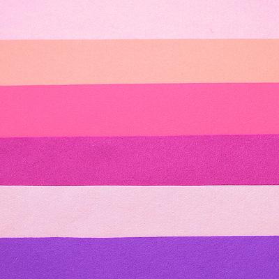 Набор лоскутов из войлока Richard Wernekinck Wolgroothander, 20 см х 30 см, 6 шт. 560221-Н04560221-Н04Набор Richard Wernekinck Wolgroothander состоит из 6 войлочных лоскутов разных цветов. В набор входят следующие цвета: сиренево-розовый, розовый (неон), фуксия (розовый), темная фуксия, розово-сиреневый, фиолетовый.Войлок (фетр) произведен в Голландии на фабрике Richarda Wernekincka, где очень строгий контроль за качеством выпускаемой продукции. А многолетний опыт работы позволил добиться в производстве войлока (фетра) самого высокого класса. Данный войлок (фетр) очень мягкий и приятный на ощупь, стойкие, яркие цвета. Работа с ним доставит вам только положительные эмоции, а результат будет радовать вас долгие годы. Характеристики:Материал: войлок (фетр) (100% шерсть). Размер лоскута: 20 см х 30 см. Комплектация: 6 шт. Цвет: сиренево-розовый, розовый (неон), фуксия (розовый), темная фуксия, розово-сиреневый, фиолетовый. Размер упаковки: 27 см х 22 см х 1,5 см. Артикул: 560221-Н04.