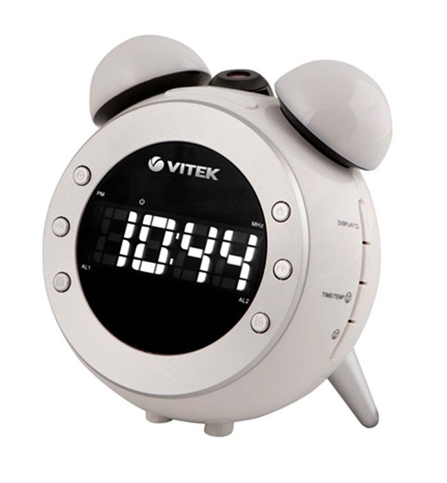 Vitek VT-3525, White радиочасыVT-3525(W)VITEK VT-3525 - настольные часы с радио, которые всегда разбудят вас в нужное время под звуки любимой радиостанции или установленного сигнала. Они оснащены LCD-дисплеем и будильником с функцией повтора. Есть отображение комнатной температуры и даты на дисплее, а также поворот проектора на 180 градусов. Данные часы будут хорошим подарком родным и близким.sleep таймерРегулировка звука0.8 LED дисплейЦифровой FM тюнер2 будильникаСветовые индикаторы