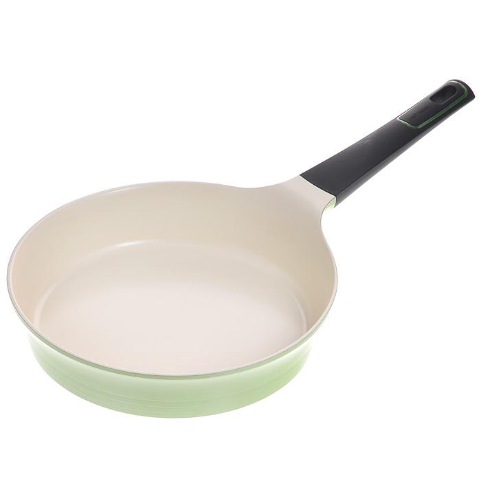 Сковорода Frybest, цвет: зеленый, кремовый. Диаметр 24 cмGRCA-F24Сковорода Frybest изготовлена по новейшей технологии из литого алюминия с керамическим антипригарным покрытием Ecolon Coating, в производстве которого используются только природные материалы, безопасные для здоровья.Особенности сковороды Frybest:- мощная основа из литого алюминия; - специальное утолщенное дно для идеальной теплопроводности; - эргономичная, удлиненная Soft-touch ручка - всегда остается холодной; - керамическое антипригарное покрытие, позволяющее готовить практически без масла; - керамика как внутри, так и снаружи. Легко готовить - легко мыть; - непревзойденная прочность и устойчивость к царапинам. Можно использовать металлические аксессуары; - слой анионов (отрицательно заряженных ионов), обладающих антибактериальными свойствами, намного дольше сохраняет приготовленную пищу свежей; - отсутствие токсичных выделений в процессе приготовления пищи благодаря экологичному покрытию, состоящему из натуральных компонентов, таких как камень и песок. При ее эксплуатации не выделяются вредные вещества PFOA & PTFE, их там просто нет; - изысканное сочетание зеленого внешнего и нежного кремового внутреннего керамического покрытия.Сковорода подходит для всех типов плит, кроме индукционных. Можно мыть в посудомоечной машине. Характеристики: Материал: алюминий, керамика. Цвет: зеленый, кремовый. Внутренний диаметр сковороды: 24 см. Высота стенки: 5,2 см. Толщина стенки: 0,3 см. Толщина дна: 0,5 см. Длина ручки: 20 см. Артикул: GRCA-F24.